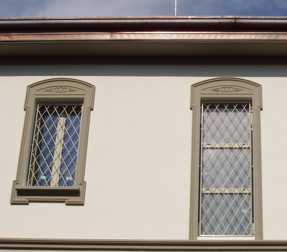 Inferriate e grate di sicurezza per finestre e porte for Grate per finestre leroy merlin